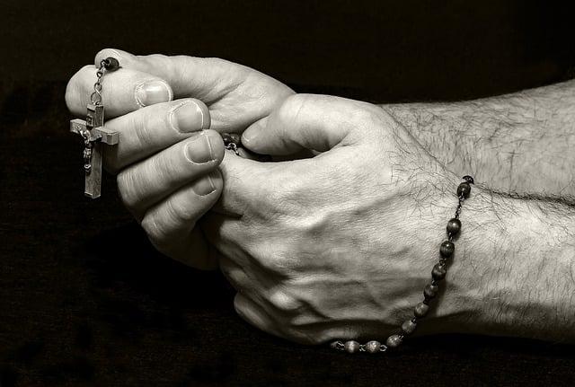 Oração mãos ensanguentadas de Jesus