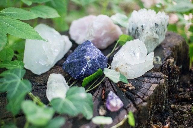Mitos sobre cristais que você precisa desvendar